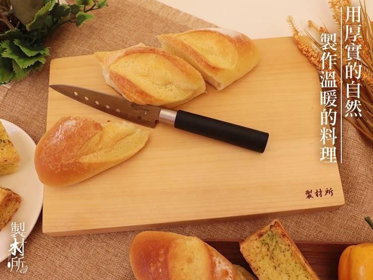 Dining room by 製材所 Woodfactorytc,