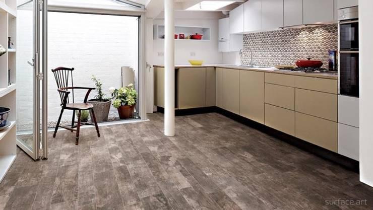 Sàn gỗ công nghiệp cho phòng khách hiện đại, sang trọng:   by Kho Sàn Gỗ An Pha