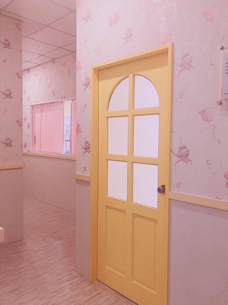 小城堡的廊道空間:  學校 by 藏私系統傢俱