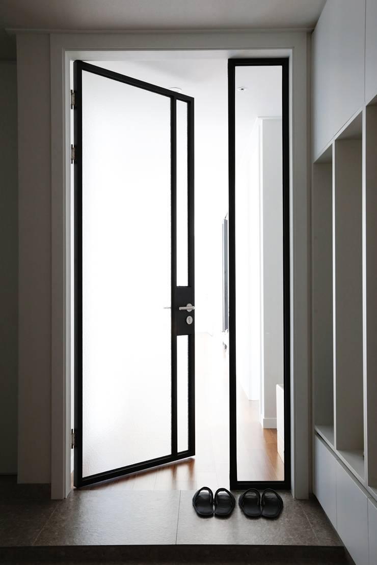 단순한 것이 아름답다_판교힐스테이트인테리어: 더집디자인 (THEJIB DESIGN)의  문