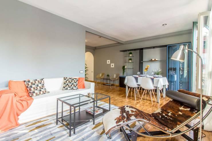 Salón - comedor: Comedores de estilo  de Impuls Home Staging en Barcelona