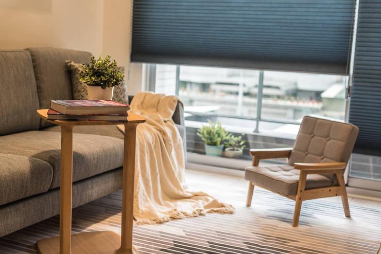 Salas de estar  por 誠 空間美學製作 , Minimalista Derivados de madeira Transparente