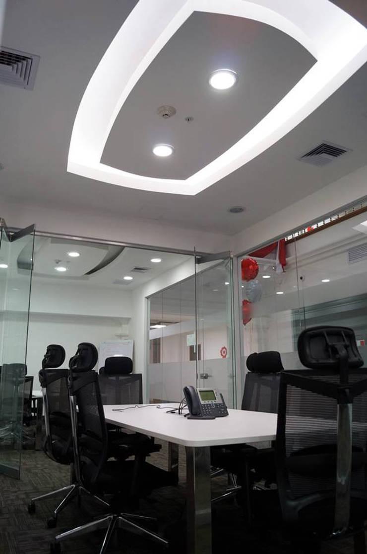 Sala de Reuniones: Oficinas y Tiendas de estilo  por Soluciones Técnicas y de Arquitectura ,