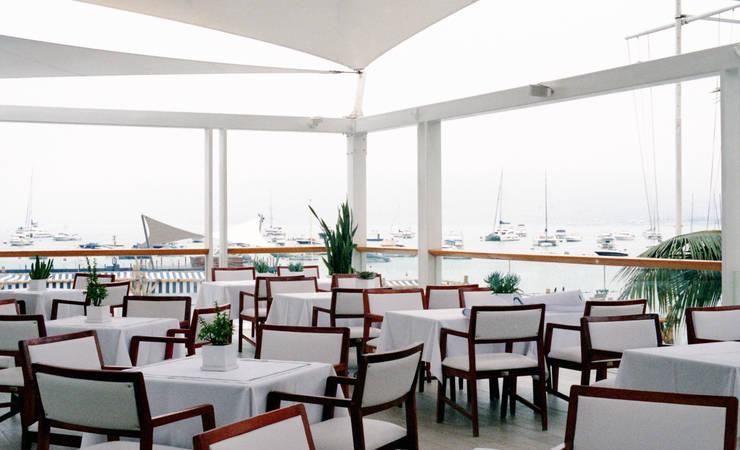 Yacht Club: Hoteles de estilo  por PARQ SAC,