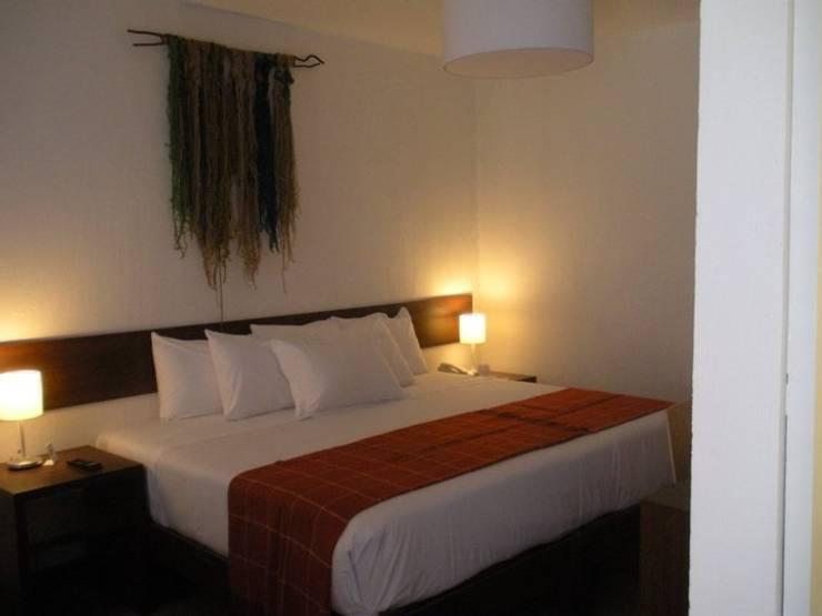 Dormitorio: Cuartos pequeños  de estilo  por Rodrigo León Palma,