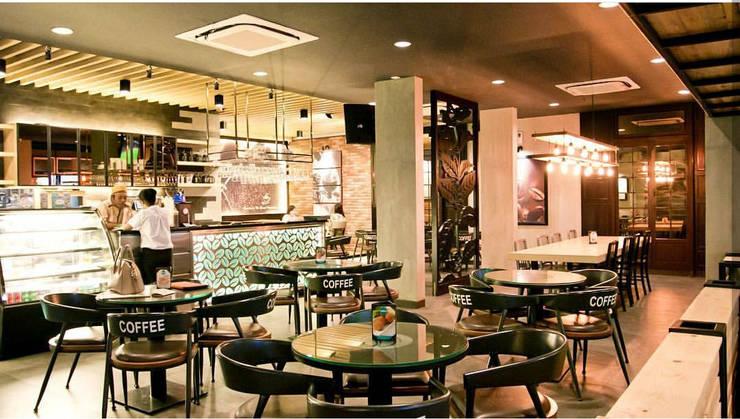 Excellso Cafe Surabaya:  Dining room by PT. Evata Furniture