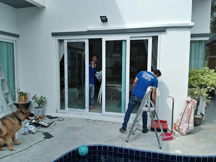 งานติดตั้ง ประตู-หน้าต่าง upvc (หมู่บ้าน SP village 5) พัทยา Tel : 094-8960050:  หน้าต่างและประตู by บริษัท เดโค้ เยอรมัน วินโดว์ (ประเทศไทย) จำกัด