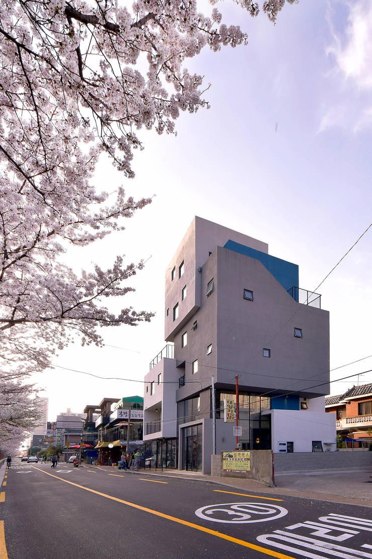 VIEWBOX: 아익 건축의  다가구 주택,