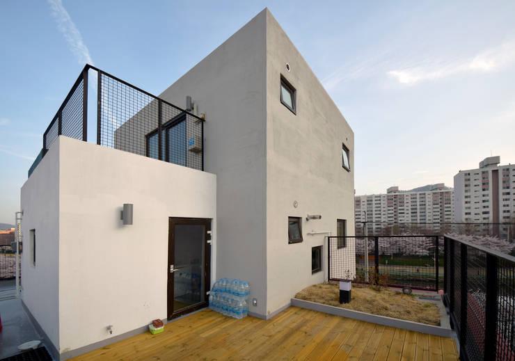 VIEWBOX: 아익 건축의  주택,