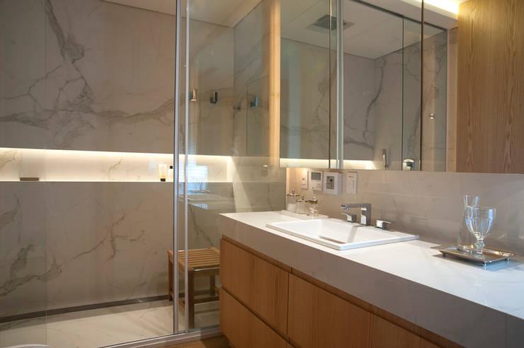 Bathroom by Toninho Noronha Arquitetura