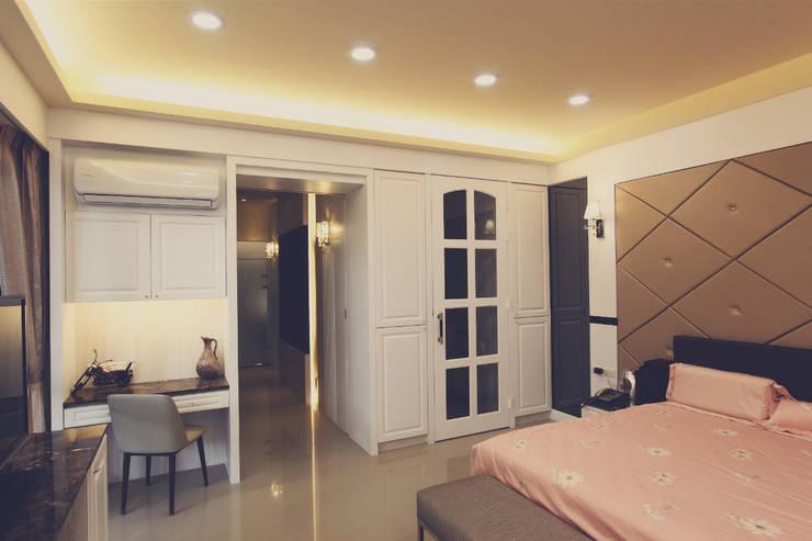 拉門後面的空間通往主臥浴室:  小臥室 by 奕禾軒 空間規劃 /工程設計