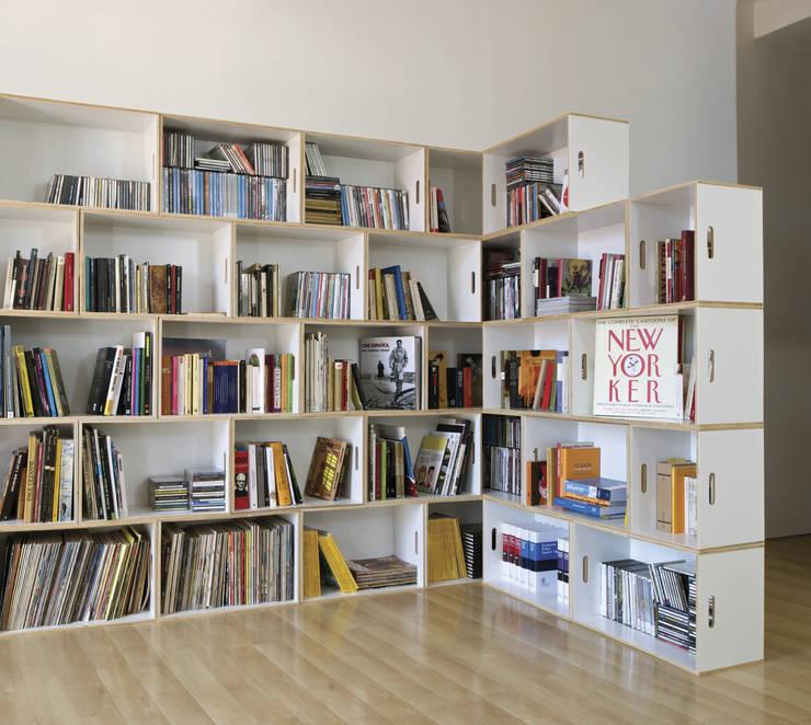 Librería modular BrickBox en L: Salones de estilo  de BrickBox - Portable Shelving Modular System