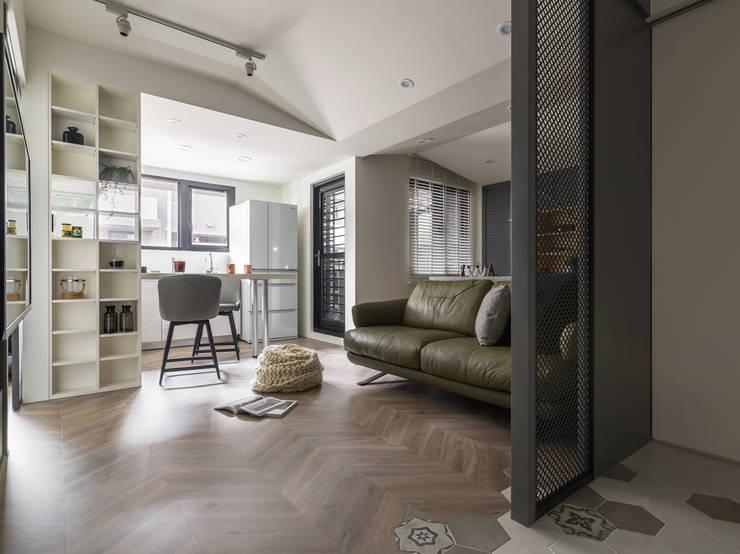 陸層:  客廳 by 寓子設計