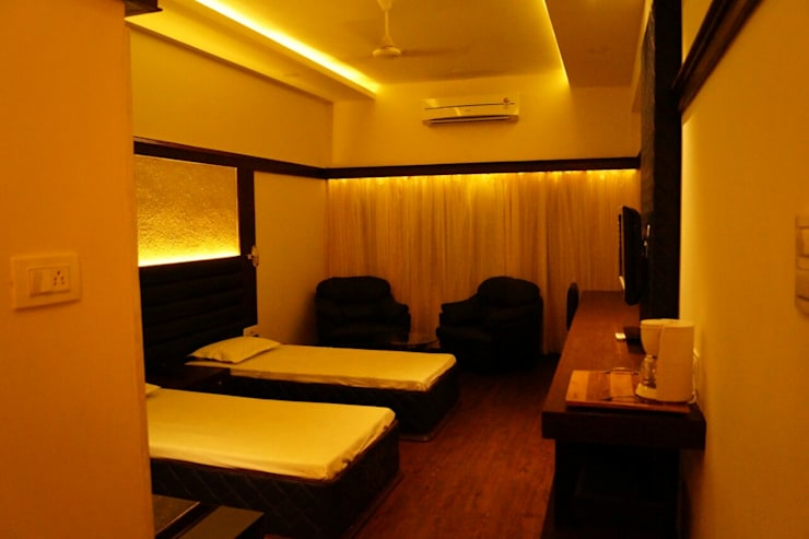 Bathroom by Jamali interiors
