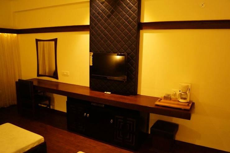 Bedroom by Jamali interiors