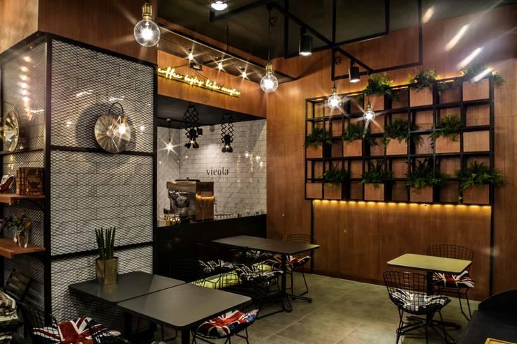 카페인테리어 Vieola coffee: im100 communications의  다이닝 룸,