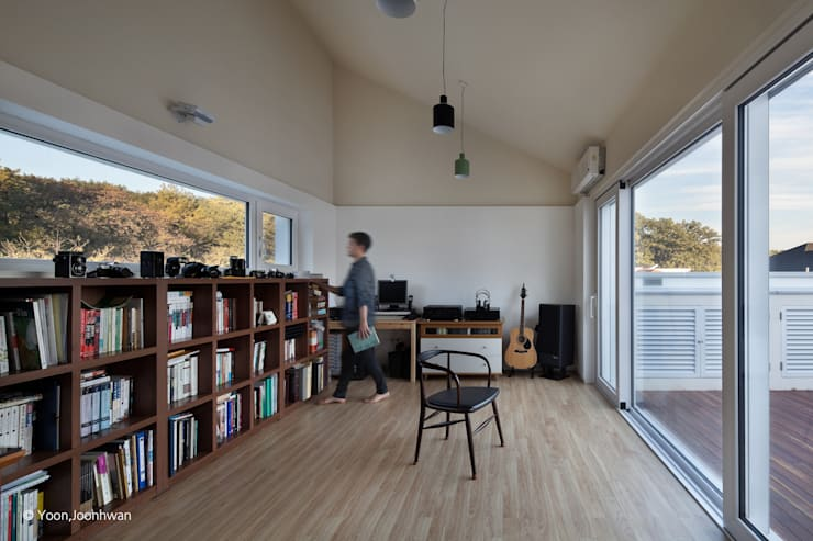 Oficinas de estilo  por 건축사사무소 모뉴멘타