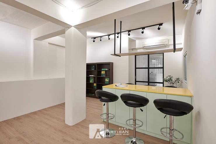 吧台:  辦公室&店面 by 芸匠室內裝修設計有限公司