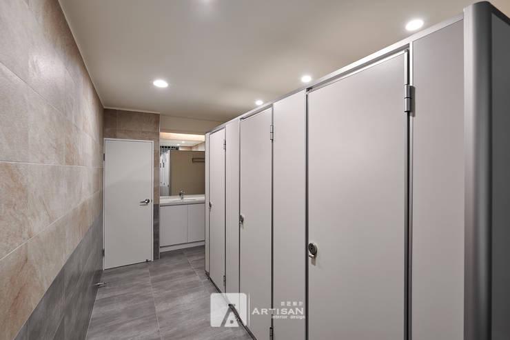 洗手間:  辦公室&店面 by 芸匠室內裝修設計有限公司