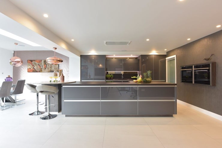 Mr & Mrs O'Hare Modern kitchen by Diane Berry Kitchens Modern Glass