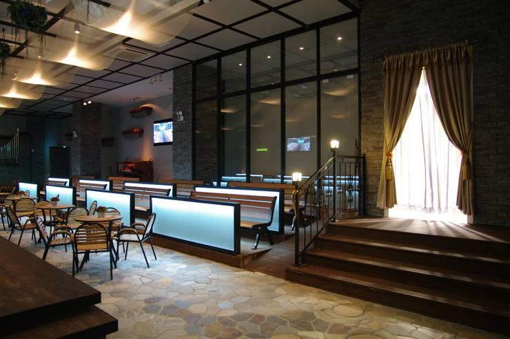 오펠리스 웨딩홀 (솔베이지 홀): 바른디자인 - barundesign의  서재 & 사무실,