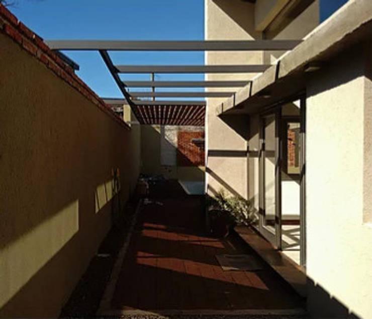 Diseño y construcción de Casa <q>patios entre medianeras</q> por 1.61 Arquitectos: Quinchos de estilo  por 1.61 Arquitectos,