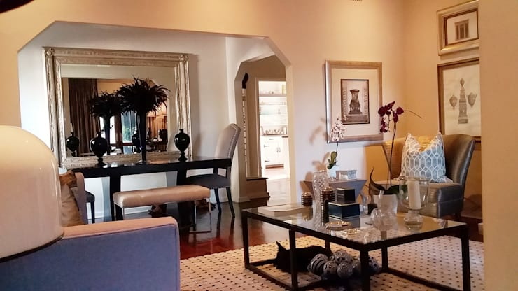 Effortless Suburban Elegance:  Living room by CKW Lifestyle