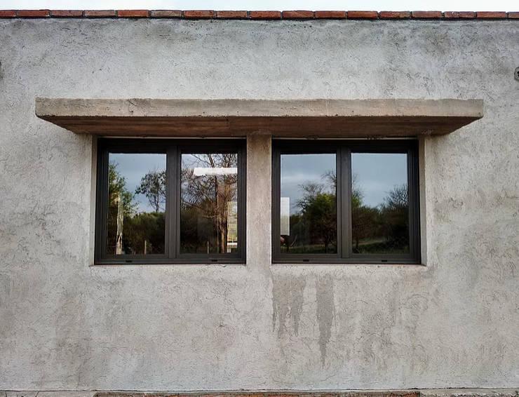Ventanas de estilo  por 1.61 Arquitectos