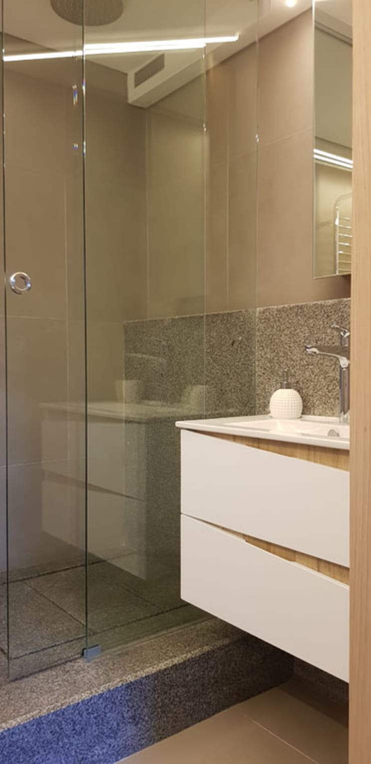 Bathroom Renovation:  Bathroom by Inline Spaces Pty Ltd, Modern