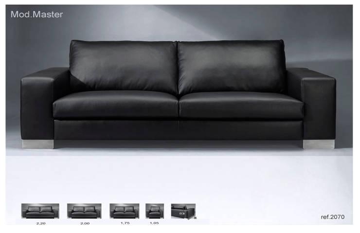 Sofá Master: Sala de estar  por Delarte - Fábrica de Estofos e Decoração Lda
