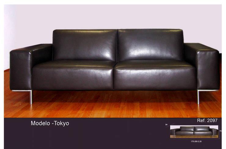 Sofá Tokyo: Sala de estar  por Delarte - Fábrica de Estofos e Decoração Lda