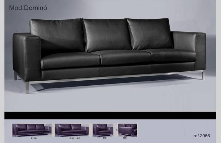 Sofá Dominó: Sala de estar  por Delarte - Fábrica de Estofos e Decoração Lda