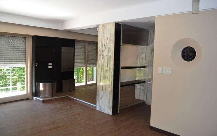 Reforma departamento en Recoleta. CABA: Livings de estilo  por AyC Arquitectura