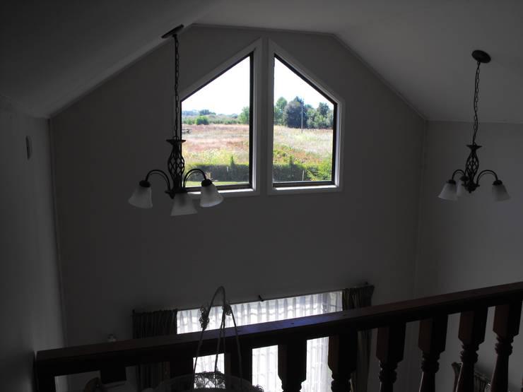 Vivienda V: Balcón de estilo  por Nomade Arquitectura y Construcción spa
