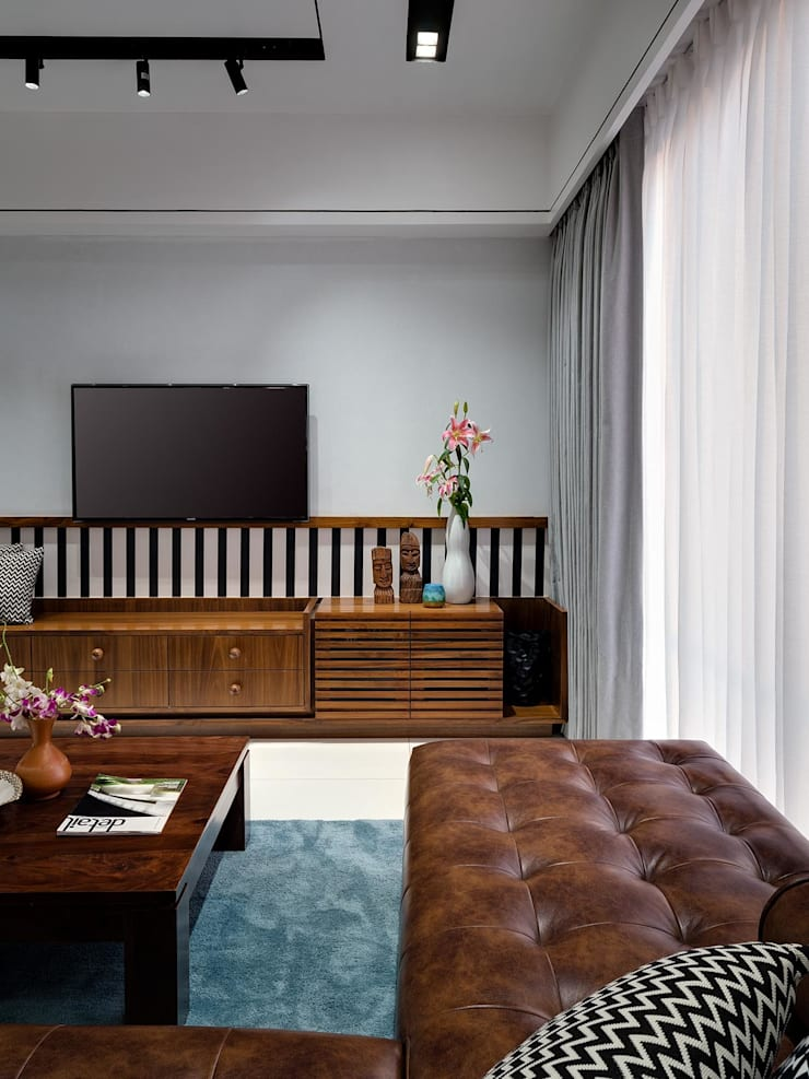 Linear Progression:  Living room by Space It Up
