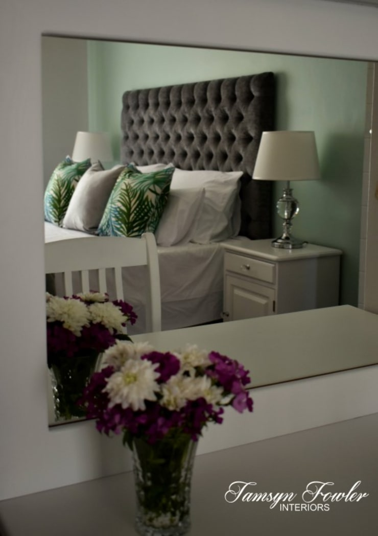 Tropical haven:  Bedroom by Tamsyn Fowler Interiors