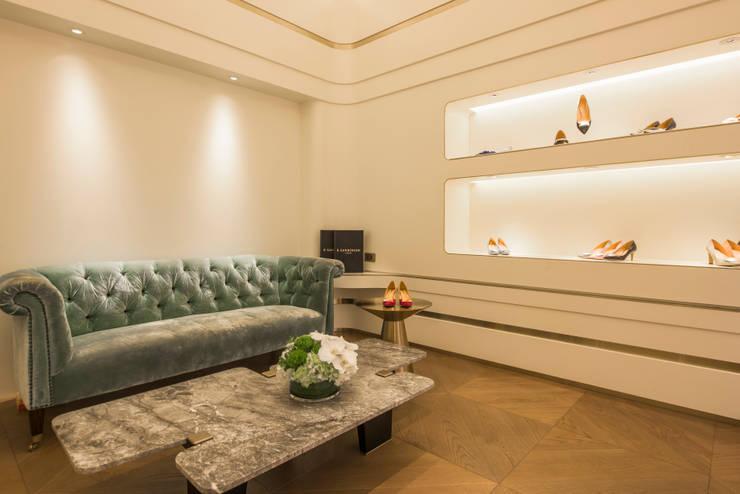 充滿英倫情人風的頂級品牌女鞋店:  客廳 by On Designlab.ltd