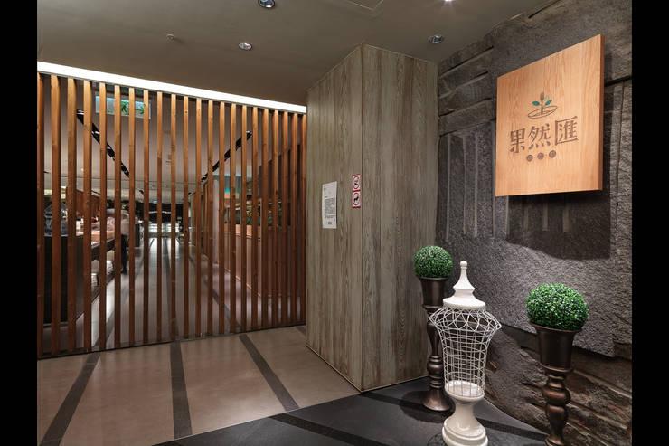 果然匯 蔬食宴:  餐廳 by 伊歐室內裝修設計有限公司