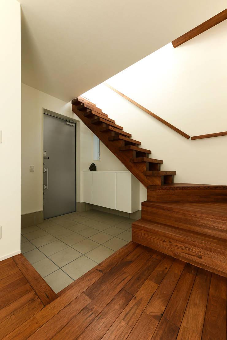 玄関ホール: タイコーアーキテクトが手掛けた廊下 & 玄関です。,