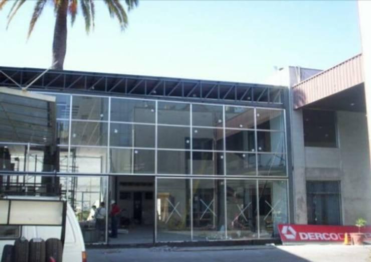 Derco Center Carrera: Concesionarias de automóviles de estilo  por Fercap Construcciones