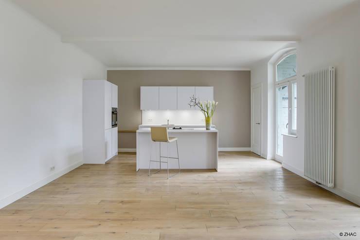 Gründerzeithaus A:  Küche von ZHAC / Zweering Helmus Architektur+Consulting