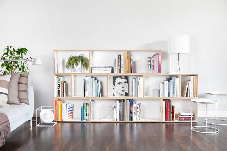 Estanterías modulares medianas y muebles bajos: Salones de estilo  de BrickBox - Portable Shelving Modular System