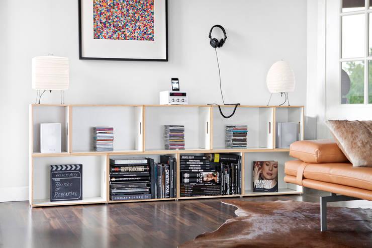 Mueble modular bajo para salón: Salones de estilo  de BrickBox - Portable Shelving Modular System