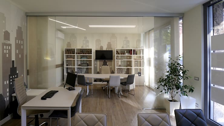 Gioco cromatico: Spazi commerciali in stile  di Pamela Tranquilli Interior Designer