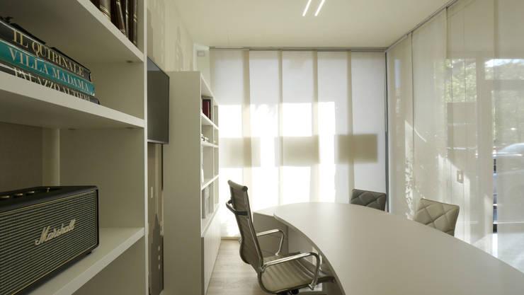 Ambiance : Spazi commerciali in stile  di Pamela Tranquilli Interior Designer