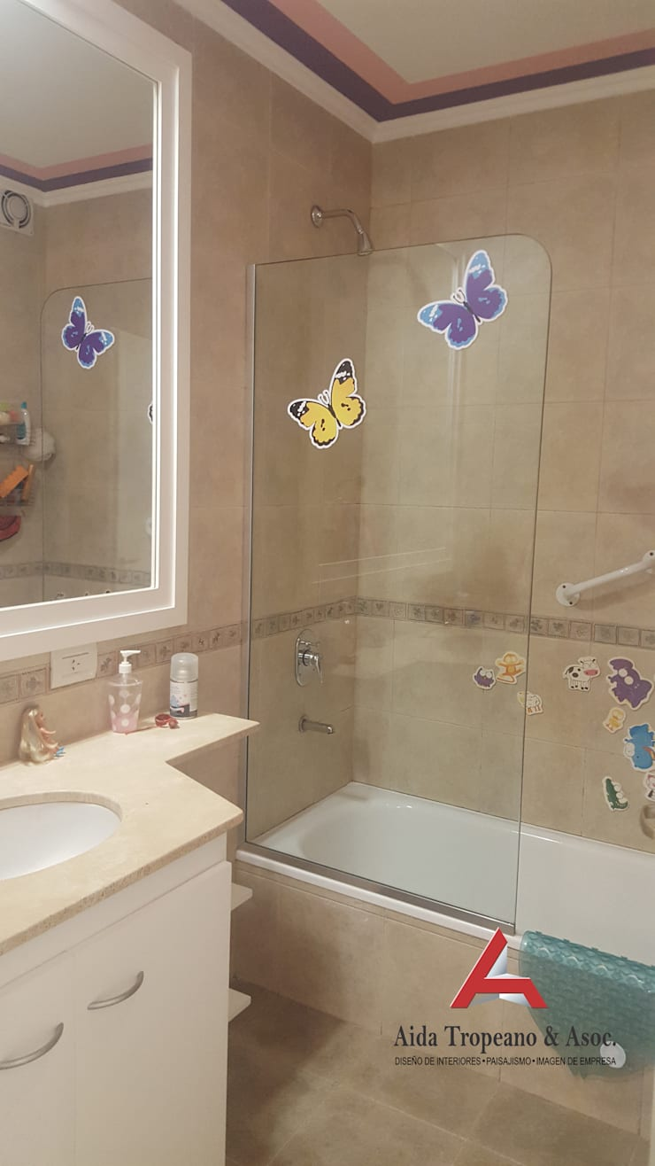 Baño infantil: Baños de estilo  por Aida Tropeano & Asoc.