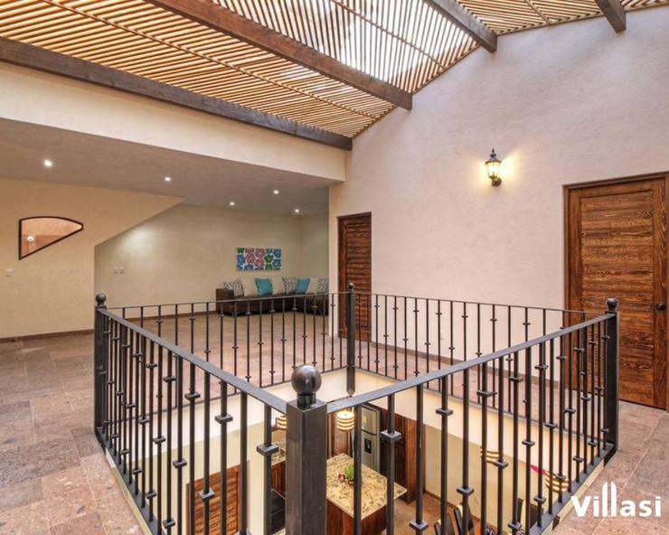 Casa Cantera en San Miguel de Allende: Pasillos y recibidores de estilo  por VillaSi Construcciones