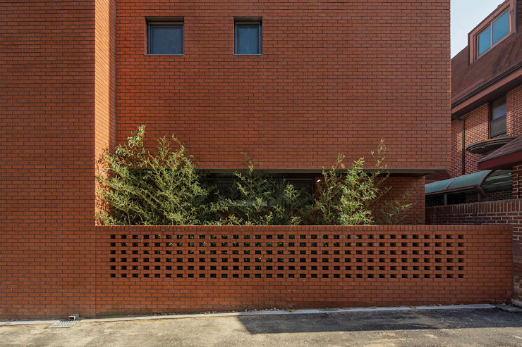 구기동 3대가 사는 집: 서가 건축사사무소의  주택,모던 벽돌