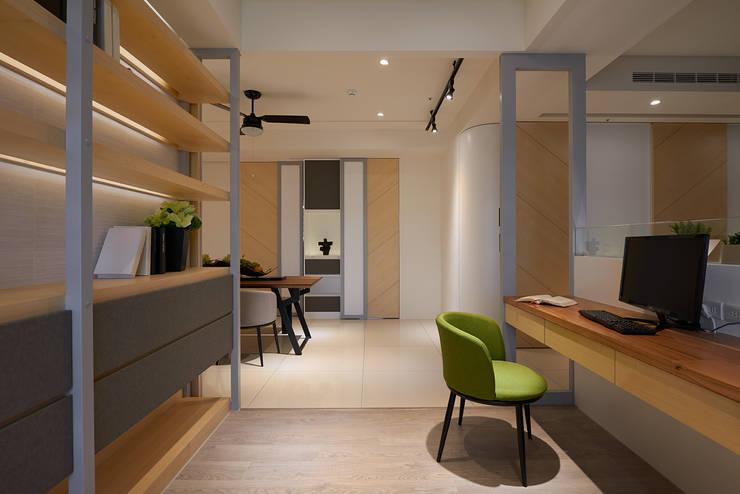 書房設計:  書房/辦公室 by 趙玲室內設計