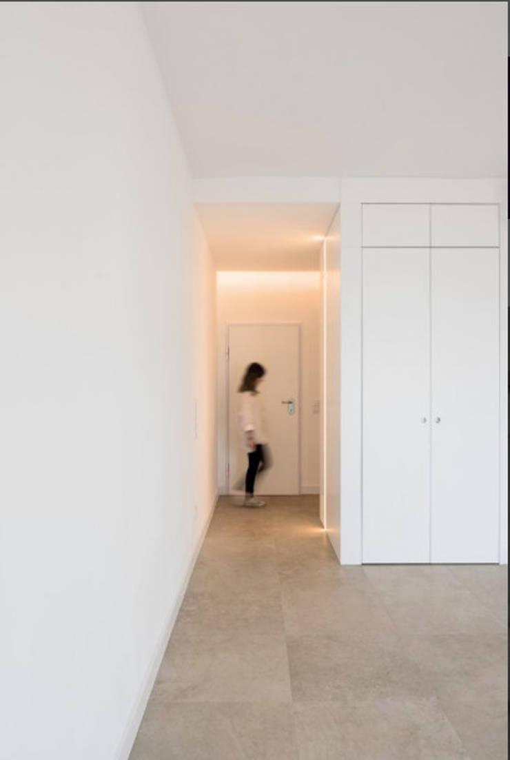 Cuartos de estilo  por Commerzn - Boutique Property Developer, Minimalista